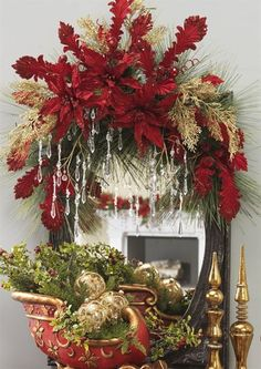 Ideas for decorating mirrors at Christmas - Dale Details Christmas Swags, Xmas Wreaths, Christmas Mantels, Elegant Christmas, Christmas Home, Christmas Holidays, Christmas Arrangements, Christmas Centerpieces, Christmas Tree Decorations