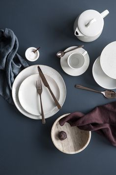 Broste Copenhagen Styling: Marie Graunbøl Photo: Line Thit Klein Ceramic Tableware, Kitchenware, Design Set, Broste Copenhagen, Prop Styling, Dinner Sets, Revolver, Scandinavian Style, Kitchen Interior