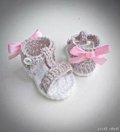 Crochet Baby Zapatos Girls Sandals New Ideas Baby Girl Boots, Baby Girl Sandals, Crochet Baby Sandals, Baby Girl Crochet, Crochet Baby Booties, Crochet Shoes, Girls Sandals, Pink Sandals, Crochet Heart Blanket