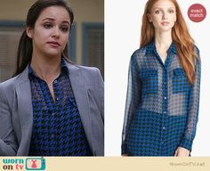 Amy's blue houndstooth blouse on Brooklyn Nine-Nine. Outfit Details: http://wornontv.net/19796 #Brooklyn99 #Fox