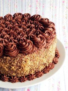 Tort de ciocolata Kinds Of Desserts, Köstliche Desserts, Chocolate Desserts, Delicious Desserts, Dessert Recipes, Chocolate Cake, Romanian Desserts, Romanian Food, Romanian Recipes