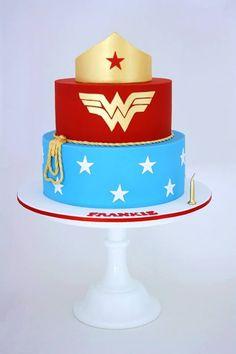 Wonder Woman cake (I'm gonna pretend I have the skills to make this) Wonder Woman Cake, Wonder Woman Birthday, Wonder Woman Party, Pretty Cakes, Cute Cakes, Beautiful Cakes, Amazing Cakes, Bolo Fake Eva, Cakes For Women