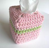 Free download from Ravelry: tissue box beanie pattern by Sandra D. Carter ༺✿ƬⱤღ  https://www.pinterest.com/teretegui/✿༻