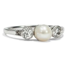 Für Meeresnixen - Antiker Ring in mit echter Naturperle & Diamanten Platin, um 1910 von Hofer Antikschmuck aus Berlin // #hoferantikschmuck #antik #schmuck #Ringe #antique #jewellery #jewelry // www.hofer-antikschmuck.de