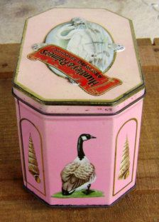 Vintage Huntley & Palmers Tin made in England.