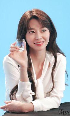 Instyle Magazine, Cosmopolitan Magazine, No Heat Hairstyles, Korean Actresses, Girl Bands, Korean Celebrities, Nara, Korean Women, Beautiful Asian Girls