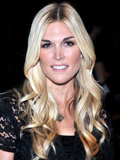 Large S-curves create a ripple effect through Tinsley Mortimer's otherwise smooth strands