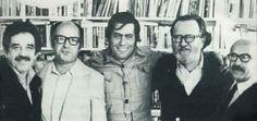 Gabriel García Márquez, Jorge Edwards, Mario Vargas Llosa, José Donoso y Muñoz Suaz, en casa de Carmen Balcells, en Barcelona (1974). Fotografía de Diálogo con Vargas Llosa, por Ricardo A. Setti (Editorial Kosmos, 1988)