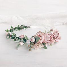 Купить или заказать Венок на голову Blush flower garland в интернет магазине на Ярмарке Мастеров. С доставкой по России и СНГ. Срок изготовления: 5-10 дней. Материалы: цветы ручной работы, цветы бумажные,…. Размер: Длина 38 см плюс ленты