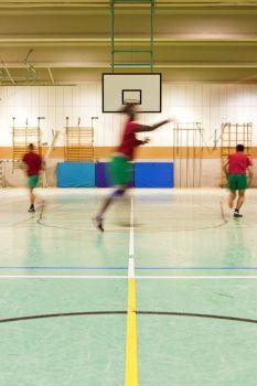 Basketball-Training mit Jugendlichen in der JVA Wiesbaden.