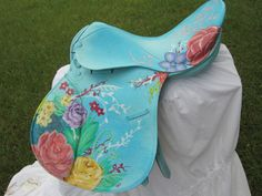 This is so pretty, but I would hate to paint a saddle! (This saddle is an old saddle that has been painted). It looks like an old Avante.