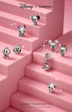 A series of character charms from the stories close to your heart. Designed in collaboration with Disney's in-house toy designers, they're a must for any Disney fan! Pandora Charms Disney, Disney Pandora Bracelet, Disney Jewelry, Pandora Bracelets, Pandora Jewelry, Pandora Beads, Colar Disney, Pandora Collection, Cute Jewelry