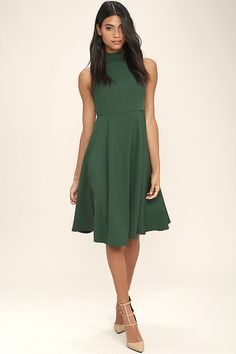 Express your love for the classics with the Make Your Pointe Dark Green Midi Dress! Sleek and slightly stretchy woven poly is formed to a chic mock neck, and sleeveless bodice with darting. Seams carry through the fitted waist, into the midi skirt. Hidden back zipper.