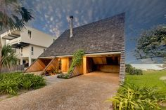 A Renowned Florida Architect's Geometric Family Home Hits the Market For the First Time - Photo 3 of 12 -