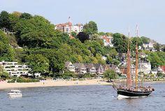 3011 Elbe mit Segelschiff und Motorboot vor Hamburg Blankenese - Fotos aus den Hamburger Stadtteilen. by christoph_bellin, via Flickr