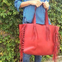#mulpix Já no site: todas as cores da nossa bolsa de franjas! Vermelha…