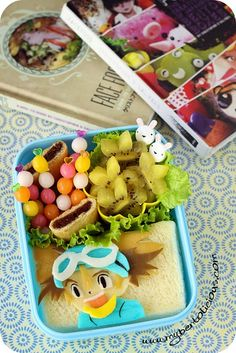 I finally bought 2 Face Food bento books by Christian D. Salyers and just added them into my bento books collection. Today's bento is ins. Digimon, Bento, Jelly Beans, Food Art, Goodies, Mexican, Lunch, Snacks, The Originals