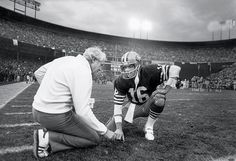 head coach Bill Walsh talks with quarterback Joe Montana during the 1984 NFC Championship Game against the Chicago Bears at Candlestick Park on Jan. 1985 in San Francisco. The Niners defeated the Bears (Michael Zagaris/Getty Images) 49ers Players, Nfl Football Players, Pure Football, Football 101, American Football, Football Helmets, Forty Niners, Sf Niners, Bill Walsh