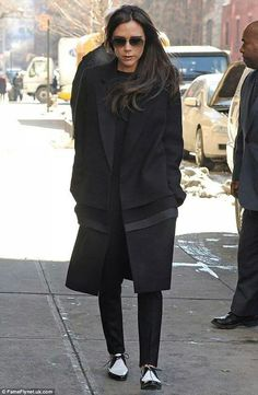 Victoria Beckham ditches skyscraper heels for FLATS at New York Fashion Week Saint Laurent, Fashion Mode, New York Fashion, Style Fashion, High Fashion, Fashion Trends, Victoria Beckham Shoes, Casual Chic, Derby Shoes