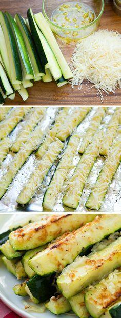 Des courgettes, du fromage rapé (ou parmesan), de l'ail et un peu d'huile ou de jus de citron.