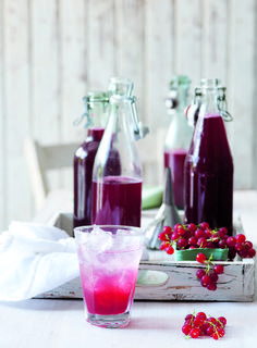 Rybízový sirup Planer, Panna Cotta, Alcoholic Drinks, Tableware, Glass, Ethnic Recipes, Food, Clean Eating, Healthy Foods