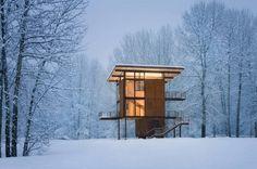 claramente no es de veraneo y yo moriría del frío ahí, pero se ve dem acogedor  || Olson Kundig Architects