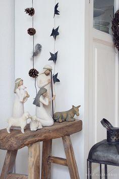 . Christmas Nativity Set, Christmas Crafts To Make, Christmas Decorations For The Home, Christmas Wreaths, Nativity Sets, Christmas Time, Red And Gold Christmas Tree, Country Christmas, Wallpaper Natal