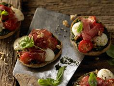 Knusprige Brötchen-Pizzen - smarter - mit Bünder Fleisch. Kalorien: 417 Kcal | Zeit: 10 min. #snack