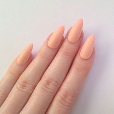 Semi-permanent varnish, false nails, patches: which manicure to choose? - My Nails Peach Nails, Pastel Nails, Pastel Art, Peach Acrylic Nails, Coral Nails, Pastel Yellow, Orange Nails, Pastel Colors, New Nail Designs
