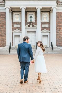 Engagement session outfit goals: Photography : Tarin Frantz | Photography : Leslee Mitchell Read More on SMP: http://www.stylemepretty.com/2017/01/27/how-to-pick-the-perfect-outfit-for-your-engagement-session/