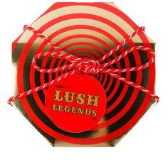Lush Legends is een geweldige luxe doos vol fantastische Lush delicatessen. Het zijn onze bestverkopende, populairste producten, stuk voor stuk allemaal zelf legendes. 25 producten voor douche, huid en haar.