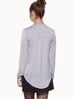 Exclusivité Twik     Une blouse imprimée d'allure bohème chic avec sa forme blousante   Matière satinée légère et fluide   Finition arrondie…