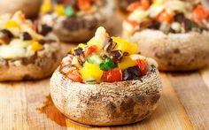 Tüm vejetaryenler için çeşitli sebzeler ile hazırlayabileceğiniz, kızartma işlemi gerektirmeyen lezzetli bir mantar dolması hazırlayabilirsiniz.