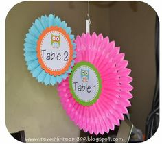 CUTE Table signs!  She linked the signs she made so you can print them for yourself too!
