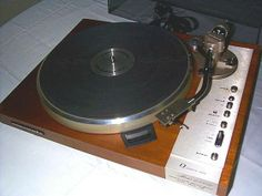 Marantz Model 6350q Turntable. Found one of these at an antique dealer recently and didn't nab it. Still kicking myself.