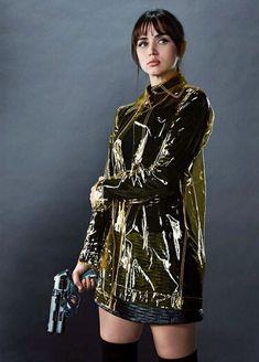 """Ana de Armas as """"Joi"""" from Blade Runner 2049 Blade Runner 2049, Film Blade Runner, Blade Runner Coat, Arte Do Pulp Fiction, Runners Outfit, Denis Villeneuve, Trench Jacket, Rain Jacket, Cyberpunk Art"""