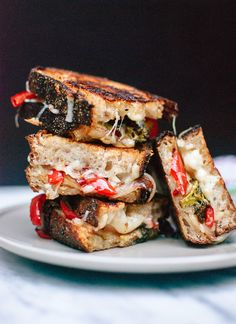 Balsamic Roasted Broccoli and Red Pepper Grilled Cheese - Hearty grilled cheese sandwiches made with whole grain bread and stuffed with caramelized, balsamic roasted vegetables and cheddar cheese. I Love Food, Good Food, Yummy Food, Tasty, Vegetarian Recipes, Cooking Recipes, Vegetarian Sandwiches, Vegetarian Dinners, Veggie Sandwich
