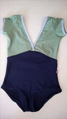 Yumiko Alicia in n-malta + n-dark blue, trim n-silver, cap sleeves