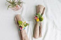 이미지 출처 http://cdn.homedit.com/wp-content/uploads/2015/07/DIY-Floral-Napkin-Rings.jpg