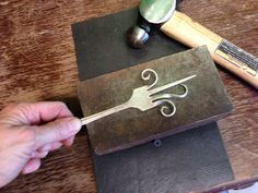 Repurpose old silverware: make a Fork Hook Fork Crafts, Metal Crafts, Diy Crafts, Fork Art, Spoon Art, Fork Jewelry, Jewelry Hooks, Jewlery, Silverware Jewelry