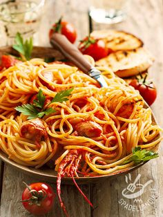 Spaghetti with Lobster - Spaghetti all'astice Happy Foods, Linguine, Pasta Recipes, Italian Recipes, Food Photography, Food Porn, Food And Drink, Yummy Food, Gastronomia