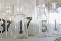An empty vintage bottle for a table number Bottles And Jars, Glass Bottles, Painted Bottles, Mason Jars, Decorated Bottles, Bottle Vase, Deco Table, A Table, Stencil Diy