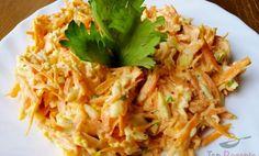 Čas přípravy:15 min Čas vaření:10 min SUROVINY 5 ksstředně velká mrkev 6 ksuvařená vajíčka 3 stroužkyčesnek 2 PLzakysaná smetana špetkasůl podle chutibylinky POSTUP PŘÍPRAVY Mrkev nastrouháme na hrubém struhadle, česnek prolisujeme a přidáme i nadrobno nakrájená uvařená vajíčka. V zakysané smetaně rozmícháme prolisovaný česnek. Tiramisu Cheesecake, Pavlova, Keto Recipes, Cabbage, Vegan, Baking, Vegetables, Ethnic Recipes, Food