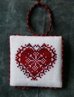 Heart cross stitch - freebie