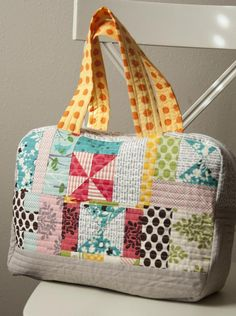 Scrappy bag Vanessa made using Noodlehead's free Cargo Duffle pattern
