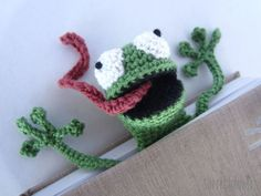 Amigurumi Frog Bookmark crochet pattern by Supergurumi