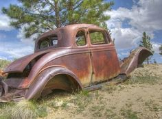 abandoned and rusty vehicles - Yahoo Image Search Results Vintage Cars, Antique Cars, Junkyard Cars, Abandoned Cars, Abandoned Vehicles, Rusty Cars, Old Trucks, Farm Trucks, Old Cars