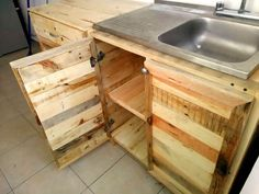 Recycled Pallets Ideas reclaimed pallet kitchen sink - Checkout this DIY pallets wood kitchen project that is having all the fundamental details about how you can craft pallets for adorable and well-to-operate Wooden Pallet Kitchen Ideas, Pallet Kitchen Cabinets, Affordable Kitchen Cabinets, Wood Pallet Recycling, Recycled Pallets, Wooden Pallets, Recycled Wood, Recycled Kitchen, Diy Kitchen