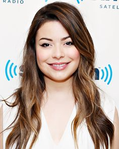 17 Celebrity-Approved Hairstyles for the First Day of School, Miranda Cosgrove& 5 Minute Hairstyles, Teen Hairstyles, Celebrity Hairstyles, Hairstyles With Bangs, Classy Hairstyles, Hairstyle Ideas, Miranda Cosgrove, Bob Haircut With Bangs, Haircuts For Long Hair