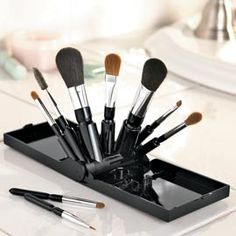 makeup brush stand that doesn't take up the counter space of a brush roll for travel